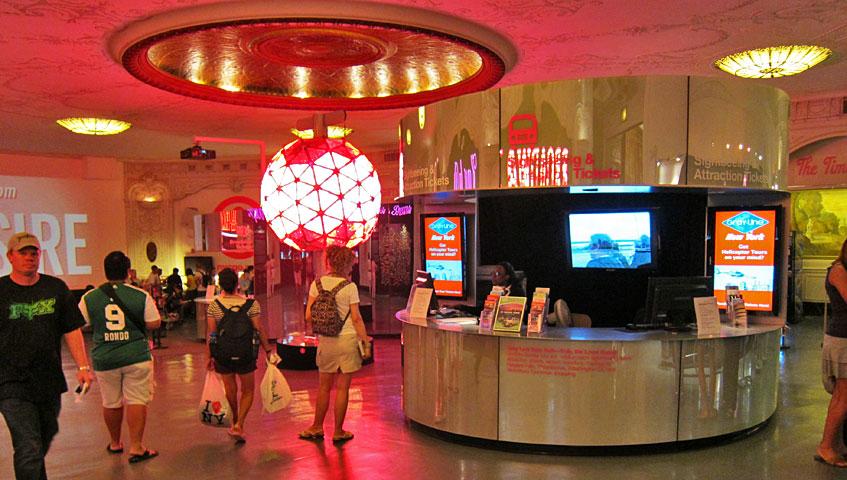 Times square visitor center - Oficina de turismo nueva york ...